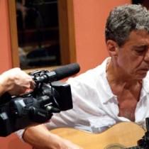 Chico Buarque faz apresentação ao vivo na internet nesta quarta, com participação de João Bosco