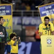 Brasil e Romênia e despedida de Ronaldo fenômeno pelas lentes de Ari Ferreira